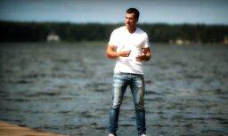 Dzintars Čīča atgriežas ar jaunu video 'Bučas visiem'