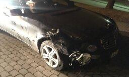 ФОТО: Полиция просит отозваться свидетелей аварии с участием Mercedes Benz