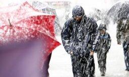 Социальные работники обнаружили в доме замерзшую пожилую женщину