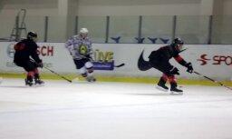 Video: Kanādas karavīri hokeja spēlē sagrauj Latvijas kolēģus