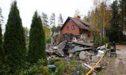 Во взорвавшемся доме под Саулкрасты нашли 100 кг взрывчатых веществ
