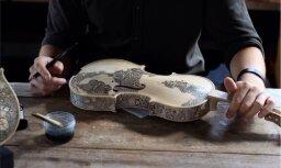 Foto: Kad pacietība sastopas ar talantu – filigrāni apgleznoti mūzikas instrumenti