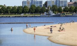 На пляже на Кипсале у Вантового моста в Риге опять можно купаться