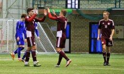 Foto: Latvijas U-19 futbolisti pārbaudās pret 'Skonto' komandu