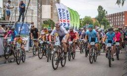 Foto: Latvijas Velo svētkos Olainē triumfē 'Evelo team'