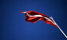 Бельгийского полицейского будут судить за надругательство над флагом Латвии