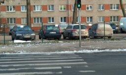 """ФОТО: """"Перекресток-убийца"""" в Пурвциемсе. Читатель предупреждает о смертельной опасности для пешеходов"""