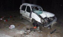 ВИДЕО: Угонщик машины, убегая от полиции на 200 км/ч, разбил авто