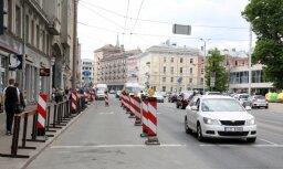 Ремонт улицы Бривибас обещают закончить к осени; работать будут даже ночами