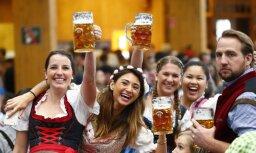 """ФОТО: Стартовал фестиваль """"Октоберфест"""", кружка пива - почти 11 евро"""