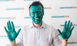 Навального облили зеленкой на открытии штаба в Барнауле