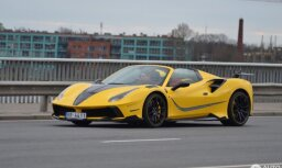 Foto: Pirms mēneša pasaulei prezentētais 'Mansory' pārbūvētais 'Ferrari' jau reģistrēts Latvijā