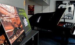 Yamaha koncertflīģeļa CFX prezentācija un K. Siliņa gleznu izstādes atklāšana 'Mūzikas Centrā'