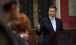 Devalvācijas atbalstītāji aizmirst trīs svarīgus faktus, uzsver Valdis Dombrovskis