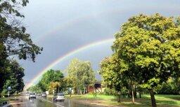 Foto: Aculiecinieki Latvijā fiksē krāšņu varavīksni