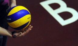 Latvijas U-19 volejbolisti ar dramatisku uzvaru sāk EČ atlases otro kārtu; U-18 meitenes zaudē Ukrainai