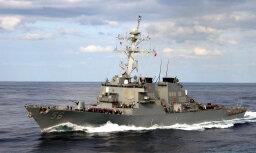 """Американский ракетный эсминец """"Джон Маккейн"""" столкнулся с торговым судном, пропали 10 моряков"""