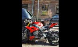 Video: Tallinas ielā avarējis motocikls