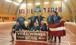 Foto: Latvijas florbolisti triumfē pasaules čempionātā veterāniem