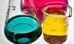 Bērnus radošās nodarbībās aicina apgūt krāsainus ķīmijas eksperimentus