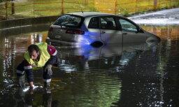 После ливня с градом в Риме затопило улицы и метро