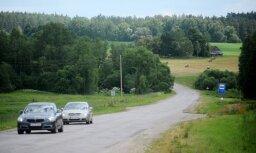 Для снижения смертности в ДТП Латвии рекомендуют улучшить дороги на селе