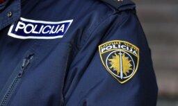 Divus policistus lūdz apsūdzēt par kukuļņemšanu