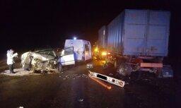 Легковушка врезалась в стоявший грузовик: погиб водитель, пассажирка скончалась