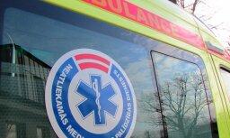 Минувшей ночью в Гаркалнском крае автомашина насмерть сбила пешехода
