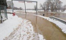 Спасатели и компании начинают готовиться к наводнению в бассейне Даугавы