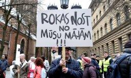 ФОТО: Пикет возле Сейма за отмену НН на единственное жилье
