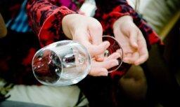 sieviete, vīns, alkohols, narkotikas