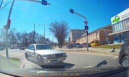 ВИДЕО: На улице Шмерля водитель на BMW грубо нарушает правила