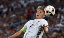Švainštaigers savu futbola karjeru turpinās Amerikā