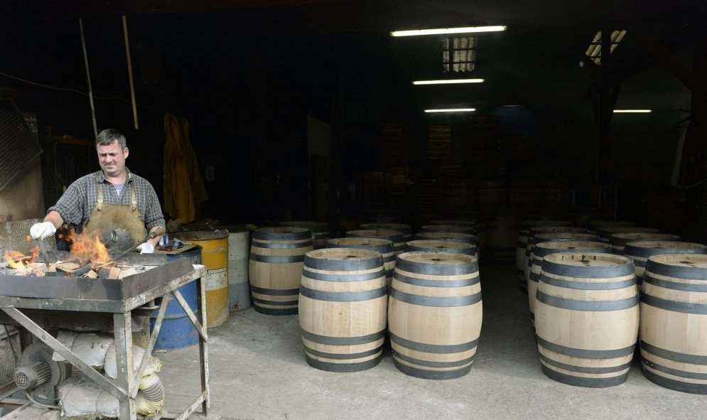 Mākslas darbs - tradicionāli veidotas alus mucas