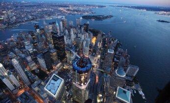 В Нью-Йорке в реку Гудзон упал раритетный самолет
