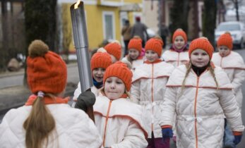 Siguldā iedegta Latvijas Ziemas olimpiādes lāpa