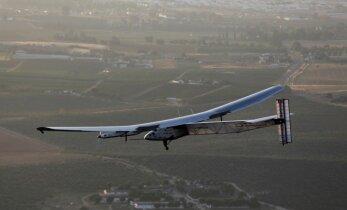 Pēc 70 stundu pārlidojuma 'Solar Impulse 2' sasniedz Spāniju