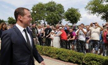 Медведев — пенсионерам Крыма: денег нет, но вы держитесь
