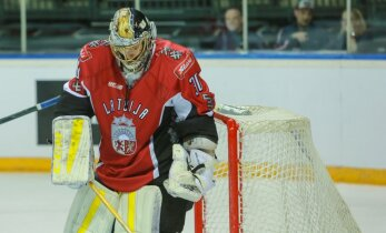 Merzļikins sargās Latvijas izlases vārtus pirmajā mačā pret Šveici