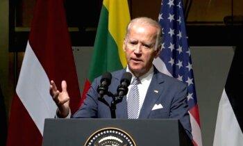 ASV viceprezidents Rīgā: neklausieties Trampā, viņš nezina, ko runā