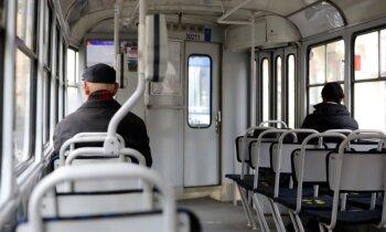Pensionāru federācija rosina atjaunot senioru atlaides sabiedriskajā transportā divas stundas dienā