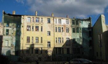 Cīņa ar graustiem Rīgā – dome īpašniekiem piedraud ar bargiem sodiem un ēku nojaukšanu