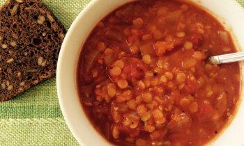 Ātrā tomātu biezzupa ar sarkanajām lēcām