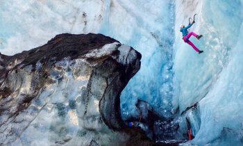 Ledāju gide Lelde par islandiešu melno humoru, tūristu īpatnībām un ainavisku darbu lietū