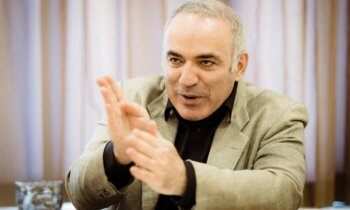 Kasparovs: Brīvajai pasaulei jāatzīst, ka esam karastāvoklī