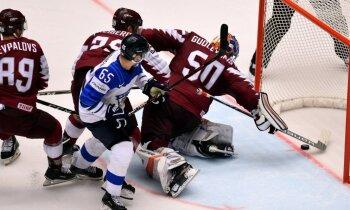 Latvijas hokejisti saņem pamatīgu pērienu no somiem