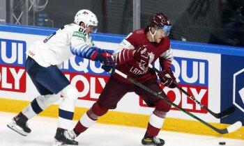 Latvijas hokejisti nespēj atbildēt uz ASV diviem ātri gūtiem vārtiem