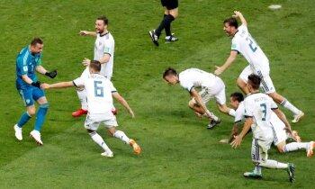 Krievijas futbolisti pēcspēles sitienu sērijā šokē Spāniju un sasniedz ceturtdaļfinālu