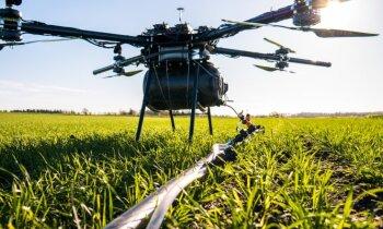 Video: Latvijā uzkonstruē dronu pesticīdu smidzināšanai kalnainos vīna laukos